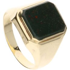 14 kt yellow gold ring set with a heliotrope - Inner size: 18.75 mm
