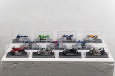 50 1/24 scale models of racing motorbikes, in excellent condition