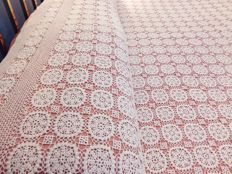 Florence. Lavish cloth entirely handcrafted with the crochet technique - dimensions 230 x 280