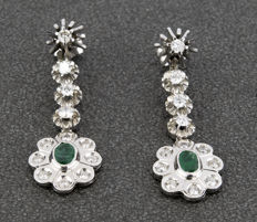 White gold of 18 kt - Long earrings - Brilliant cut diamonds of 2.00 ct - Oval cut Emeralds of 2.00 ct