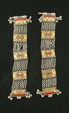 Pair of antique silver bracelets with coloured glass - Delhi or Himachal Pradesh (India), mid 20th century