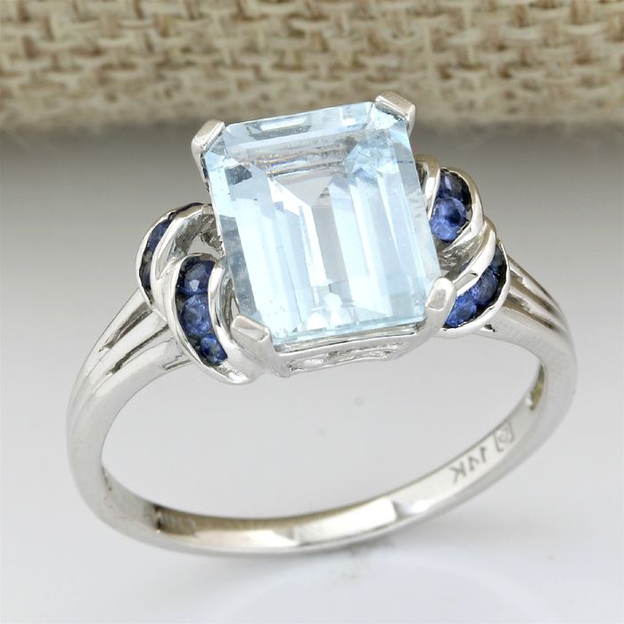 14 kt White Gold 4.75 ct Aquamarine, 0.35 ct Tanzanite Ring, Size: 9