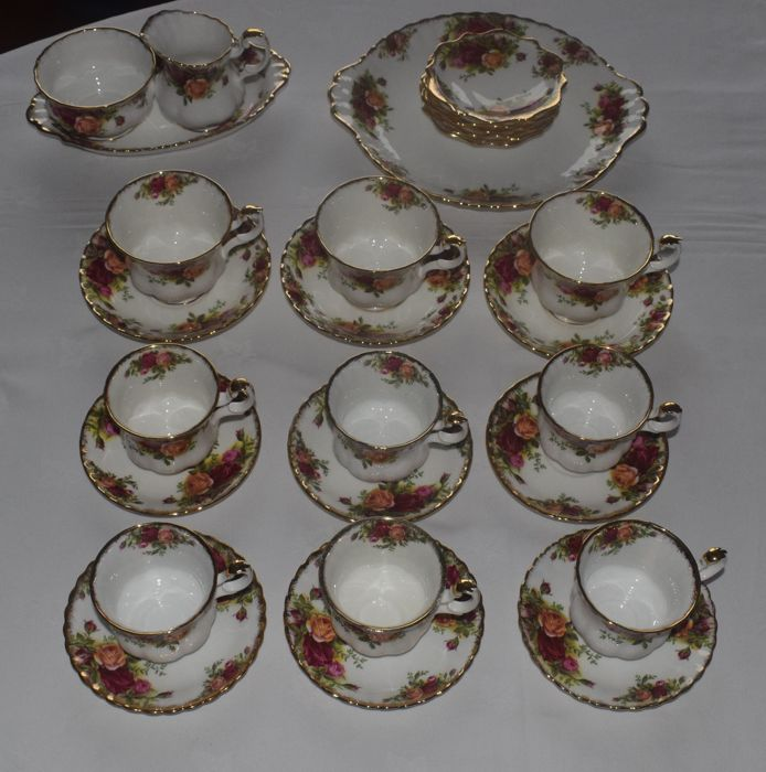 Royal Albert - Old Country Roses, Petit four set with sugar and cream set with 12 coffee cups and saucers