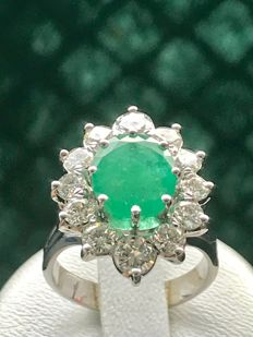 18 kt white gold ring 7.20 g with emerald and natural Top Wesselton diamonds of 4.60 ct - Size 52 / 16.64 mm