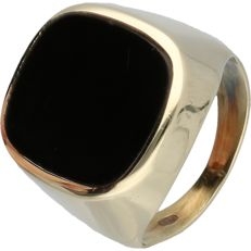 14 kt - Yellow gold ring set with an onyx stone - ring size: 18.5 mm