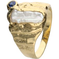 18 kt - Yellow gold Scandinavian design ring set with mother of pearl and a brilliant cut sapphire - RIng size: 19.5 mm