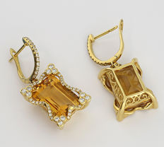 A pair of high carat citrine and brilliant drop earrings, total 13.80 ct, 750 yellow gold *LOW RESERVE - NO SHIPPING COST*