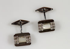 White gold cufflinks with white mother of pearl and diamonds - 13.3 g - 1.5 x 1 cm