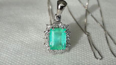 18 kt white gold necklace and pendant with emerald for 1.13 ct and diamonds for 0.28 ct ***No Reserve Price***