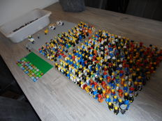 Mini figures - 290 pieces with many attributes