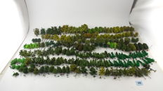 Scenery H0 - Trees package with +/-220 deciduous trees, different kinds of deciduous trees and sizes for the model railroad layout.