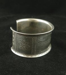 Antique silver bracelet - Golden Triangle, Southeast Asia, early 20th Century