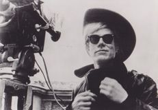 Andy Warhol/Channel 5 - Self-portrait on the set of 'Lonesome Cowboys' - 1969 / Unknown/SIPA - Andy Warhol, 1977