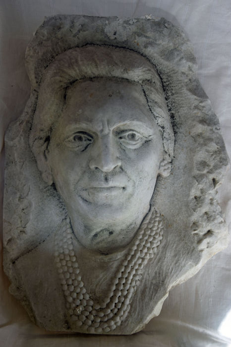 White marble high relief sculpture of a lady - Italy - early 20th century