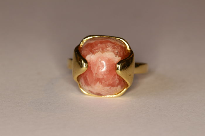18 kt yellow gold ring, 70s, set with rhodochrosite