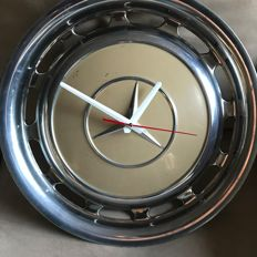 Quartz clock made of a Mercedes hubcap
