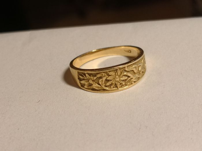 Ring in 18 kt gold, ring band. Size 17