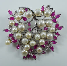 Unique 925 Sterling silver brooch with cultured Pearls & Rubies ***No reserve price***
