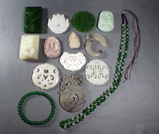 Large collection of Jade/Jadeit stones and carvings - approx. 396 g (14)