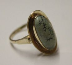 14 kt yellow gold ring inlaid with jasper, ring size 15.75