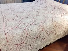 Florence. Elegant furnishing cloth of the 1960s. Handmade in crochet technique. Size: 180 x 230 cm
