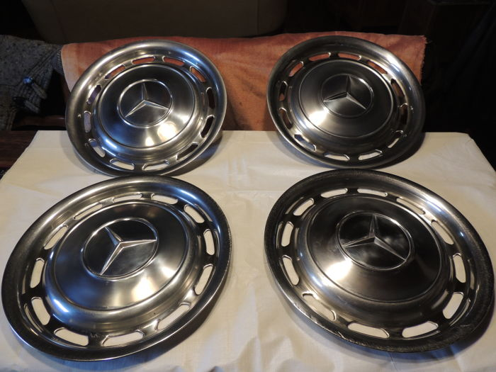 "Mercedes-Benz - 4 hubcaps for 14 "" wheels"