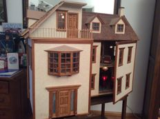 Beautiful doll house with 9 rooms and hand-embroidered carpet