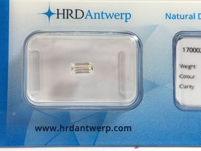 Diamond in rectangle cut 0.31 ct. (W) H P1 with HRD certificate