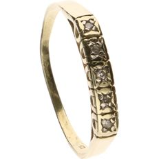 14 k yellow gold ring set with 5 brilliant cut diamonds of approx. 0.01 ct each - Ring size: 18.5 mm