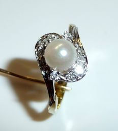 Ring (50 / 15.9 mm - adjustable) in 14 kt / 585 gold, diamonds weighing 0.20 ct + 1 Akoya pearl, ring size 50 / 15.9 mm