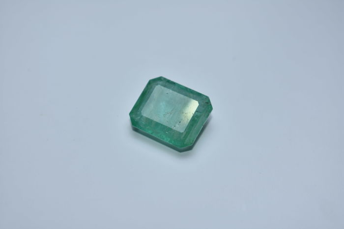 Emerald - Green - 11.33 cts - (No Reserved Price)