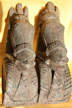 A pair of horse heads - India - end of the 19th century