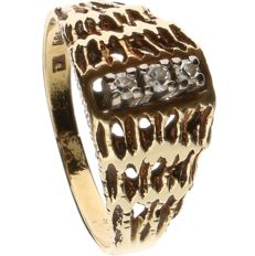 14 kt Yellow gold ring set with 3 brilliant cut diamonds of approx. 0.02 ct each - ring size: 16.5 mm