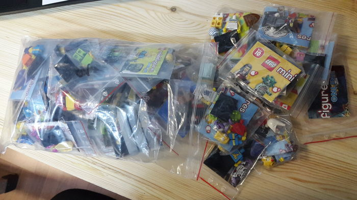 50 Assorted Minifigures