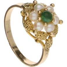 Yellow gold ring set with cultured pearls and a green ornamental stone - Inner diameter 16.25 mm
