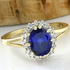 14 kt Yellow Gold 3.00 ct Blue Sapphire, 0.20 ct White Sapphire Ring Size: 8