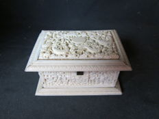Antique ivory Cantonese box - China - late 19th century