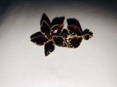 Antique garnet flower brooch Vienna circa 1920, gold-plated