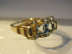Antique gold ring with genuine, tested aquamarine of 0.60 ct in total.