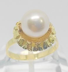 Cocktail ring in yellow gold - Salt water cultured pearl of 9 mm - Interior measurement: 18 mm