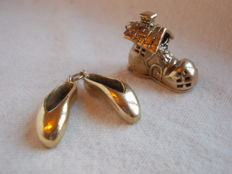 Two Mid 20th century 9ct yellow gold charms / pendants. Measures 19.5 x 17.5 mm and 19 mm.