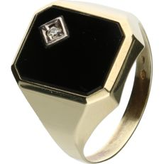 14 kt - Yellow gold signet ring set with an onyx and a brilliant cut zirconia - Ring size: 20.25 mm - NO RESERVE