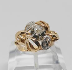 Antique 18 kt yellow gold cocktail ring - 7 antique-cut diamonds weighing 0.30 ct in total - Inner diameter 16.5 mm