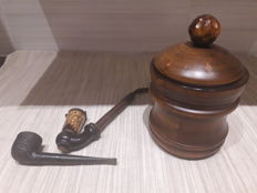 Old snuffbox and pipes