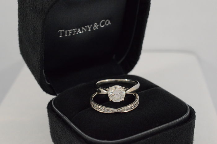 046c7770c6789 Tiffany & Co. - platinum Harmony solitaire ring with brilliant-cut diamond  and Harmony stacking ring - Catawiki