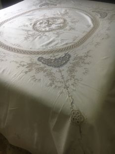 Lavish pure Italian linen bedspread, entirely handmade with crochet embroidery inserts NO RESERVE PRICE