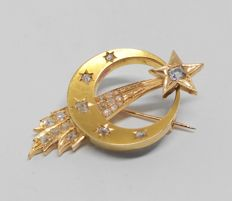 Vintage Victorian brooch made of 18 kt yellow gold, set with 21 diamonds totalling 0.93 ct