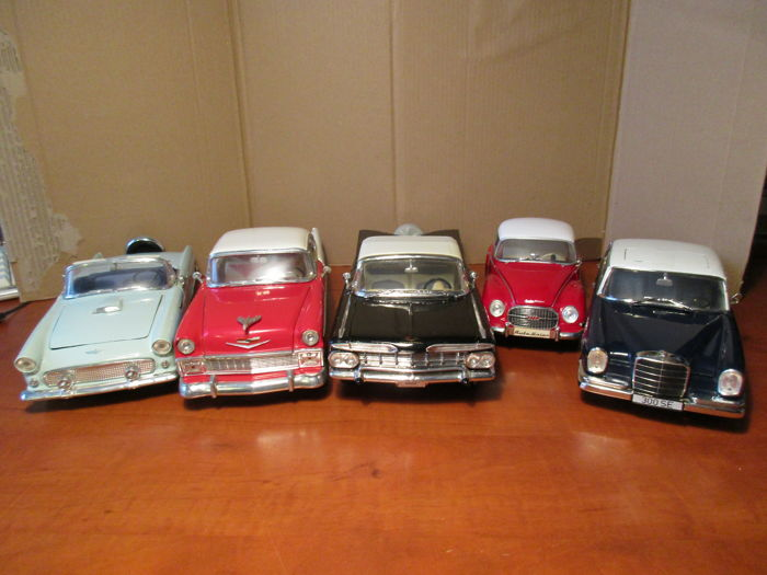 Revell / Road Tough / Signature - Scale 1/18 - Lot with 5 models: