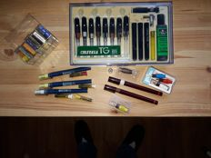 Set of drawing pens with accessories