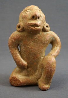 Earthenware sculpture of seated figure with raised head - 12.8 cm